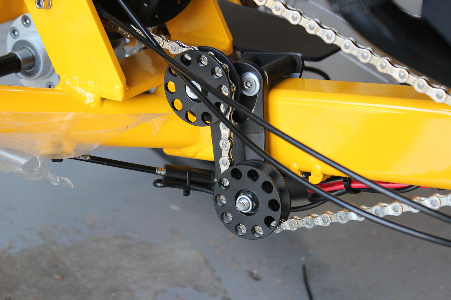Chain tensioner for E-kit on Anura IGH